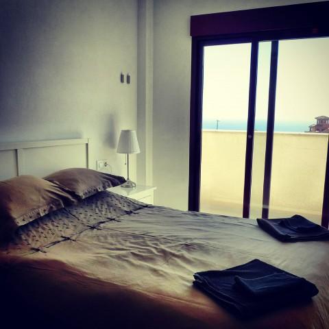 sovrum med utsikt